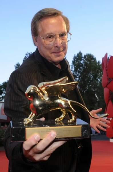 William Friedkin pose avec son Lion d'or d'honneur