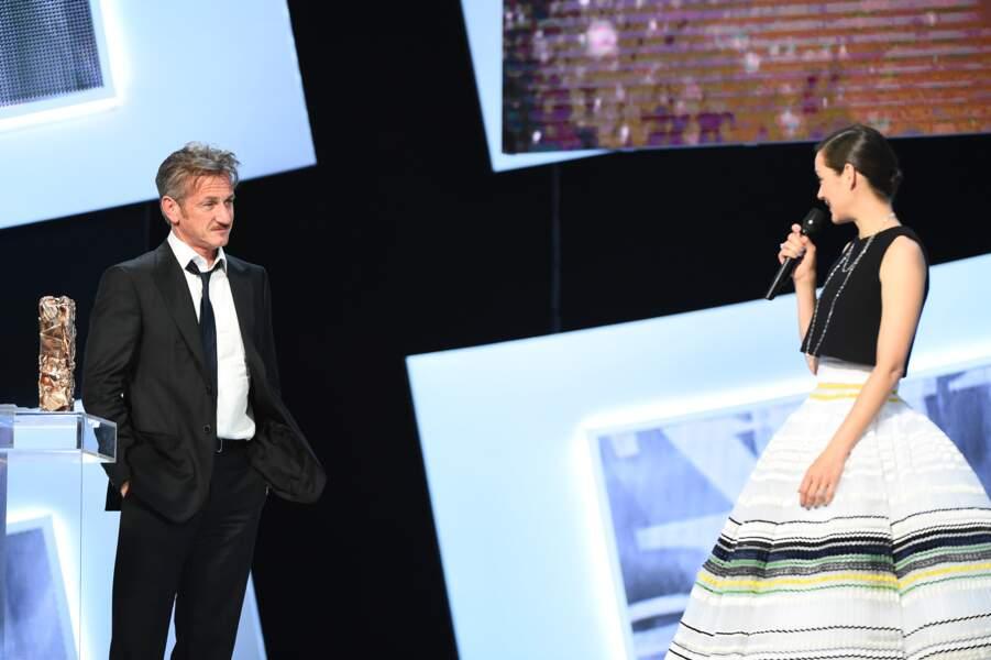 Mais c'est surtout son interminable discours pour remettre le César d'honneur à Sean Penn qui a agacé le public