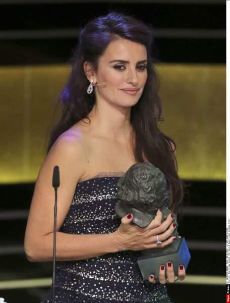 A Madrid, en février 2015, la belle, émue, reçoit un Goya