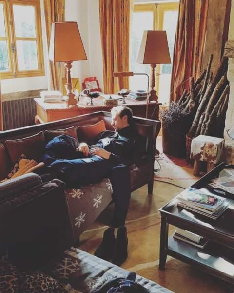 Joffrey Platel fait une petite pause sur le tournage de Meurtres à Lisieux