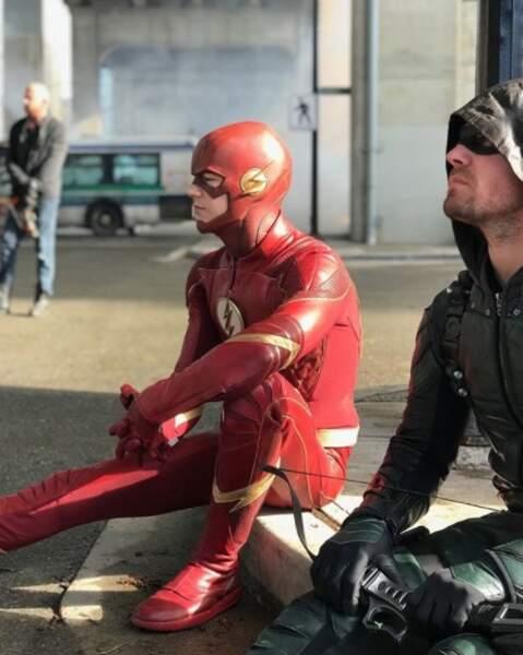Grant Gustin et Stephen Amell entre deux scènes d'un futur crossover Flash/Arrow
