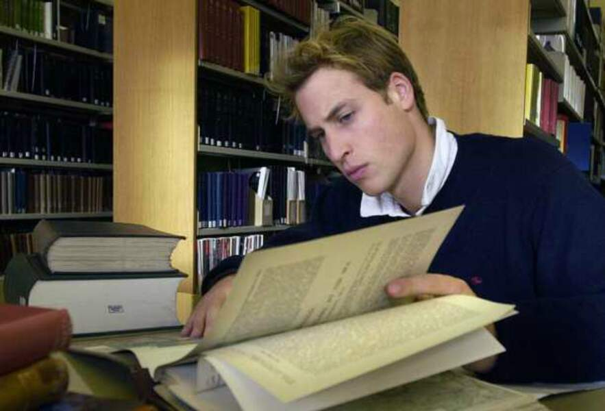 Le Prince William, rat de librairie... au moins pour ses derniers examens à l'Université de St Andrews (Ecosse)