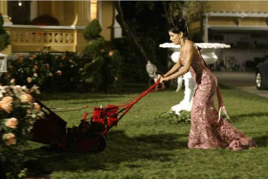 Desperate Housewives - Gabrielle dans son jardin