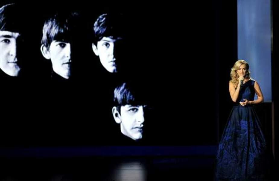 La chanteuse Carrie Underwood interprète Yesterday, des Beatles