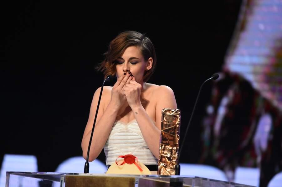 C'est une Kristen Stewart gesticulant et bafouillant à tout va qui a reçu le prix