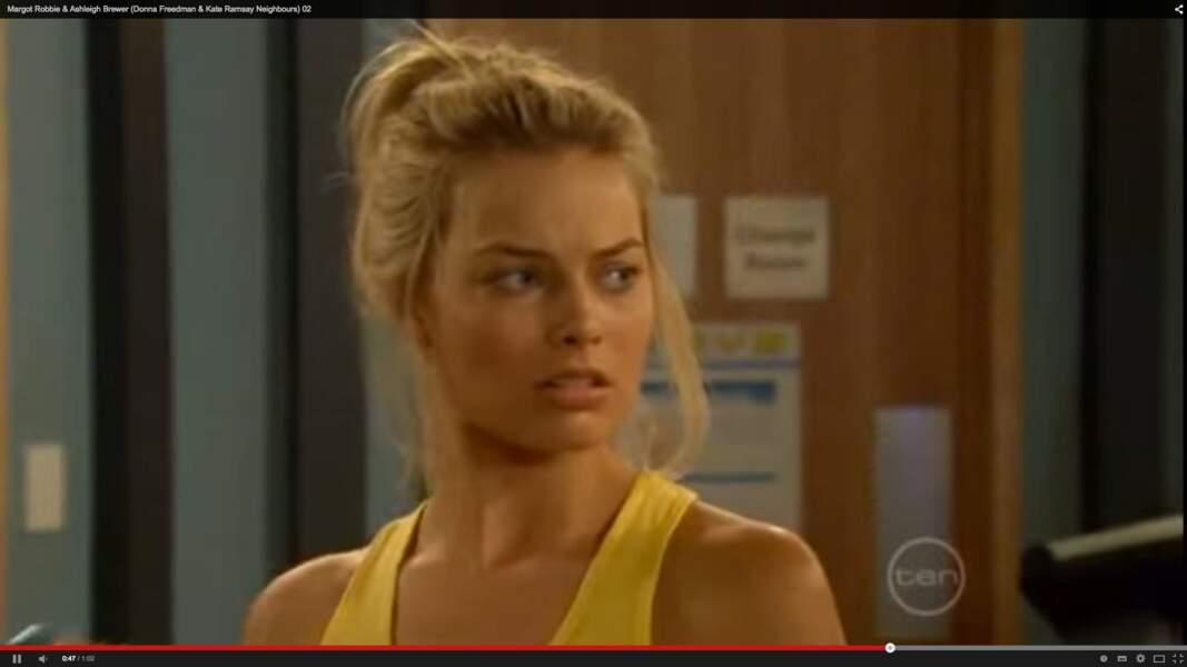 Déjà sexy à ses débuts, dans la série australienne Les Voisins (Neighbours, 2008-2011)