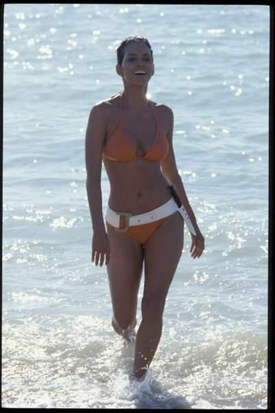 Halle Berry dans Meurs un autre jour (2002)