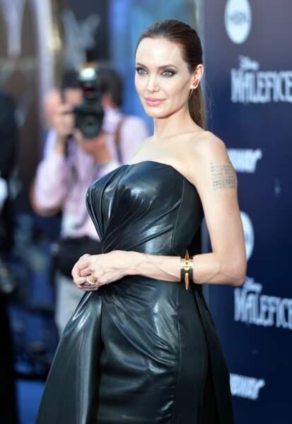 La belle Angelina joue les sorcières mal-aimées dans Maléfique