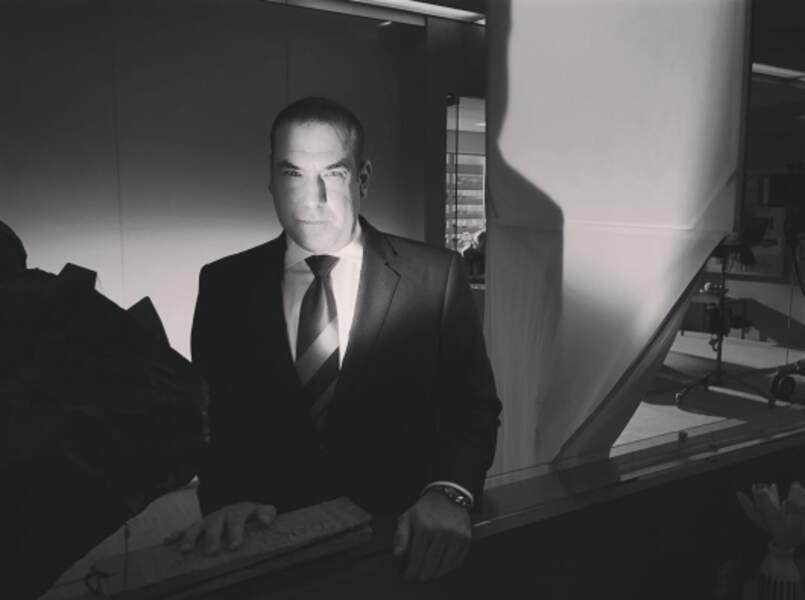 Rick Hoffman, l'avocat de Suits, prochain modèle des Studios Harcourt ?