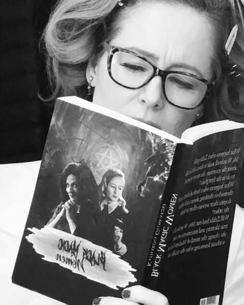 Miranda Otto est, elle, studieuse sur le tournage de Sabrina