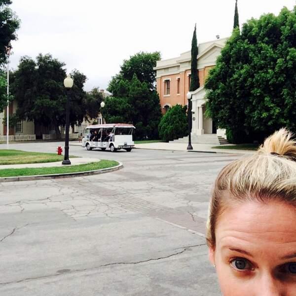 Les chanceux qui visitent les studios Warner en Californie peuvent apercevoir Andrea Barber faire son jogging
