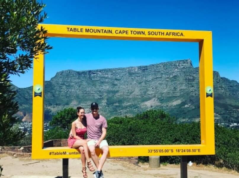 Elle s'autorise aussi des escapades lointaines avec son chéri, ici en Afrique-du-Sud