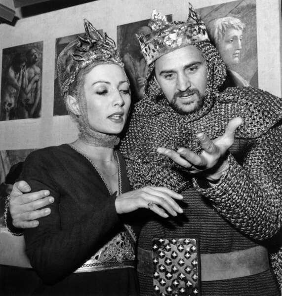 Roger Hanin joue dans Macbeth de Shakespeare, dans une mise en scène de Claude Chabrol (1964)