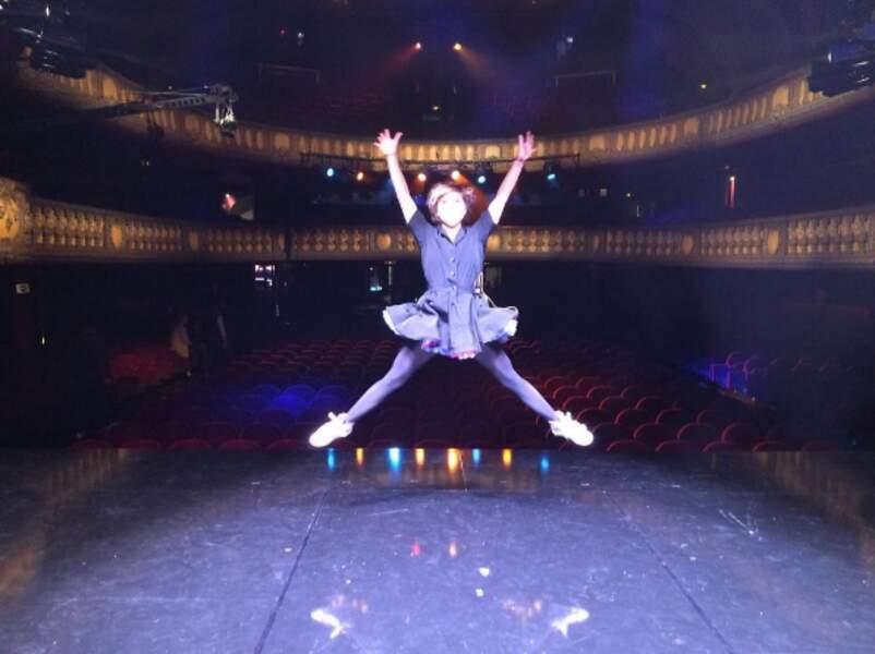 Tout d'abord parce qu'elle saute très haut à chacun de ses spectacles !
