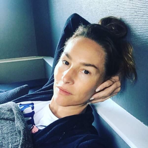 Vanessa Demouy profite d'un moment détente entre deux séquences de Joséphine Ange Gardien.