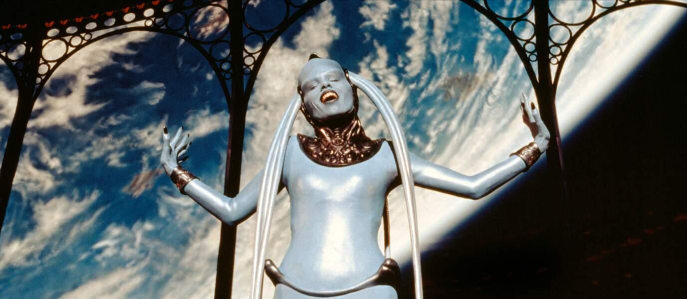 LE CINQUIEME ELEMENT (1997) - Extraterrestre cantatrice pour Luc Besson