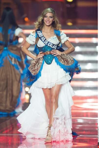Camille Cerf, Miss Nord-Pas-de-Calais, craquante en tenue façon western