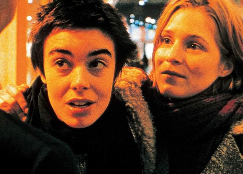 Natasha Régnier dans La Vie rêvée des anges (1998), avec Elodie Bouchez