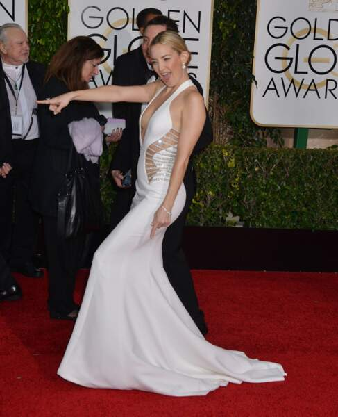 Kate Hudson, dans une robe très échancrée