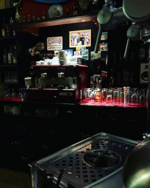 Quand la lumière s'éteint sur le bar du Mistral…