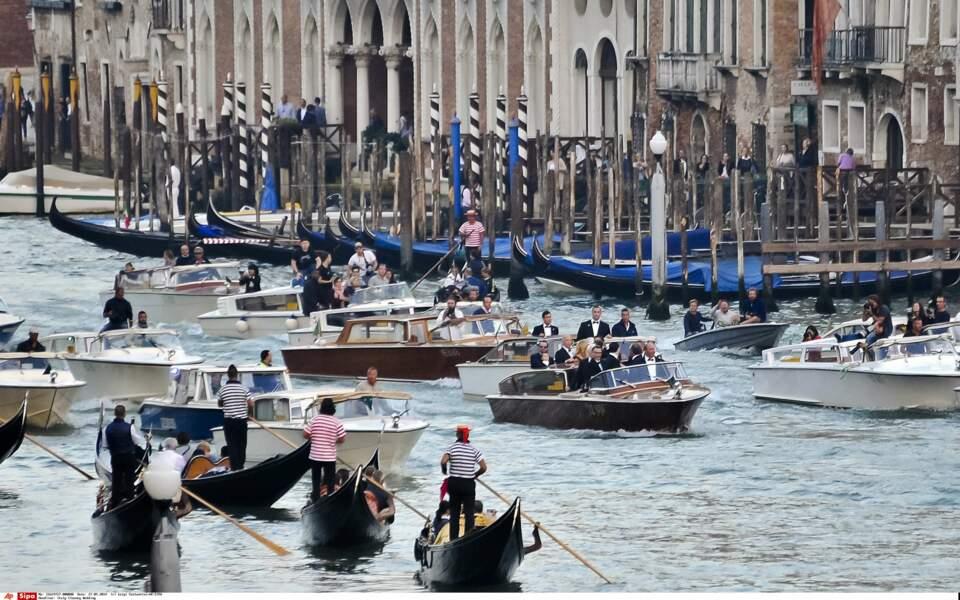 Direction le luxueux hôtel Aman pour la cérémonie, sur un Grand Canal encombré de curieux et paparazzis