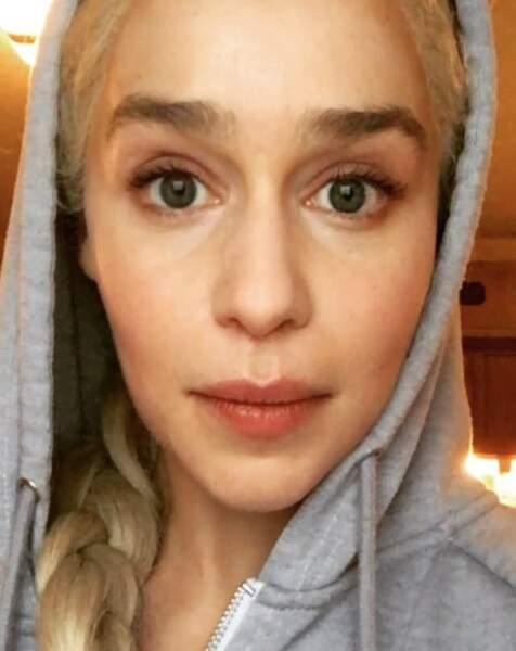 Fini les vacances, Emilia Clarke retrouve la perruque et les robes de Daenerys pour Game of Thrones