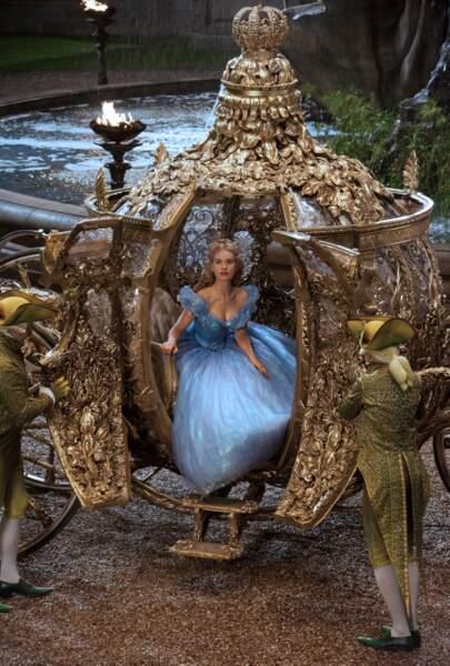 Cendrillon de Kenneth Branagh (2015) : la princesse (Lily James) et son carrosse