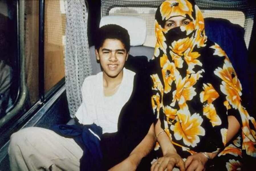 Et pour ce qui est de sa carrière : son premier court-métrage, Les Pierres bleues du désert de Nabil Ayouch (1992)