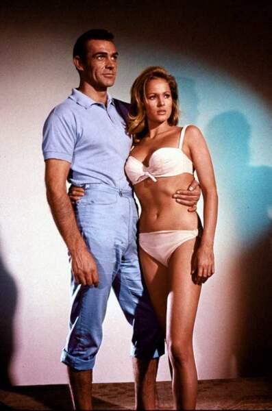 Ursula Andress et Sean Connery dans James Bond contre Docteur No (1962)