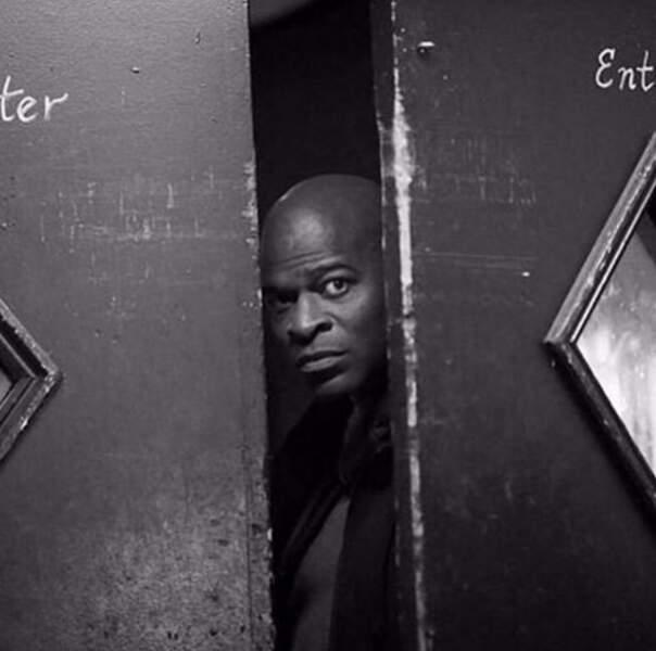 Mais que guette Dembe, le bras droit de Reddington, (Blacklist) ? Ce qu'il se passe sur le tournage de Scandal ?