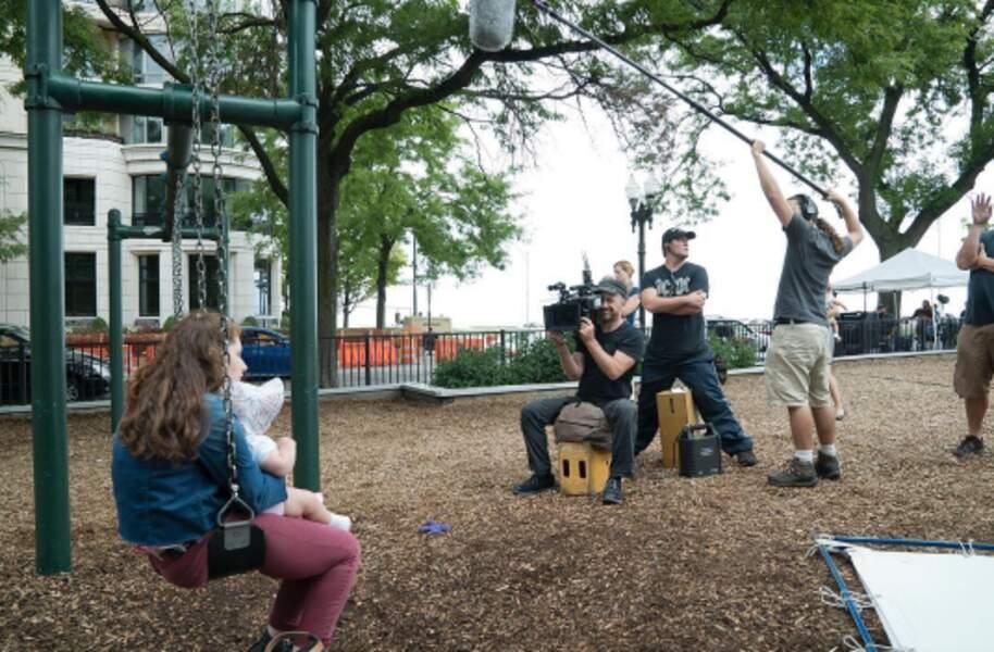 Emma Kenney, l'interprète de Debbie Galagher, traîne son désespoir au parc…
