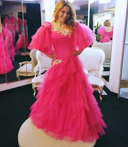 C'est quoi cette robe Candace Cameron ? Son prochain costume pour la saison 2 de Fuller House ?