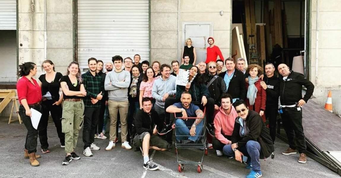 Photo de famille pour la fin d'une session de tournage de la saison 10 de Profilage