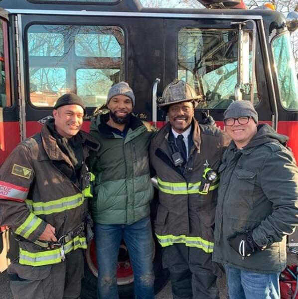 Besoin des services d'un pompier ? Appelez Taylor Kinney, le héros de Chicago Fire !
