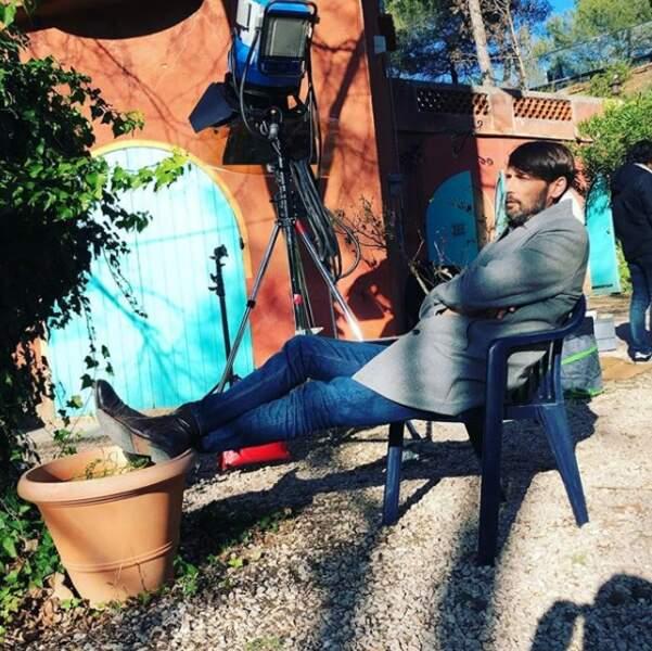 S'accorder une petite pause au soleil durant le tournage de Plus belle la vie, Laurent Kerusoré adore ça !