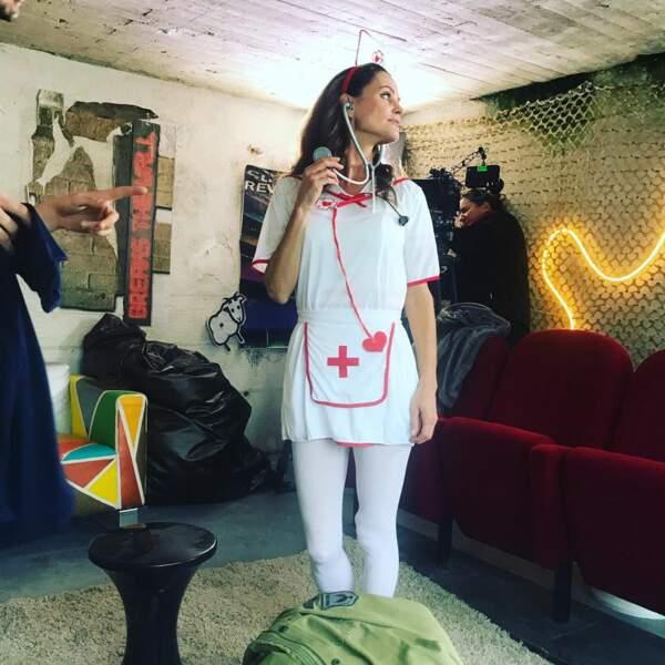 Les Mystères de l'amour (TMC) : Carole Dechantre, alias Ingrid, se la jouerait-elle infirmière de plateau ?