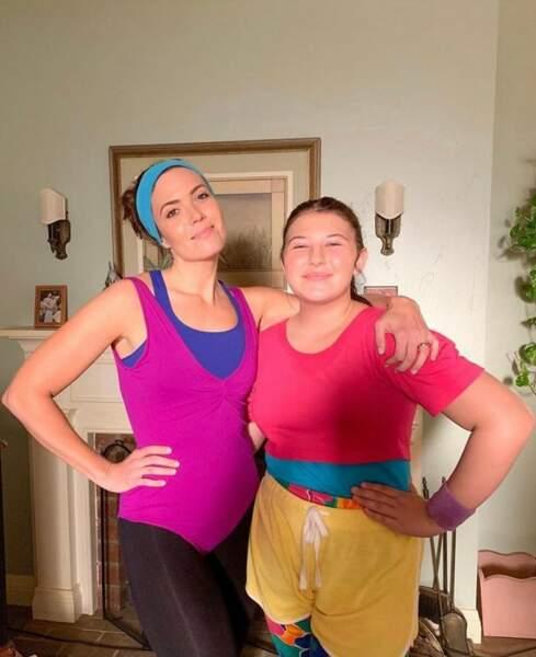 Mandy Moore et Mackenzie Hancsicsak, en mode Véronique et Davina sur le plateau de This is Us