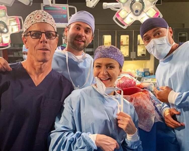 Jake Borelli, Caterina Scorsone, Greg Germann, Jesse Williams en pleine intervention chirurgicale