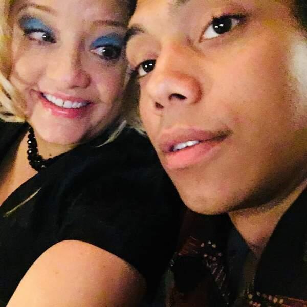 Lucy Davis adore passer du temps avec Chance Perdomo dans les coulisses de Sabrina