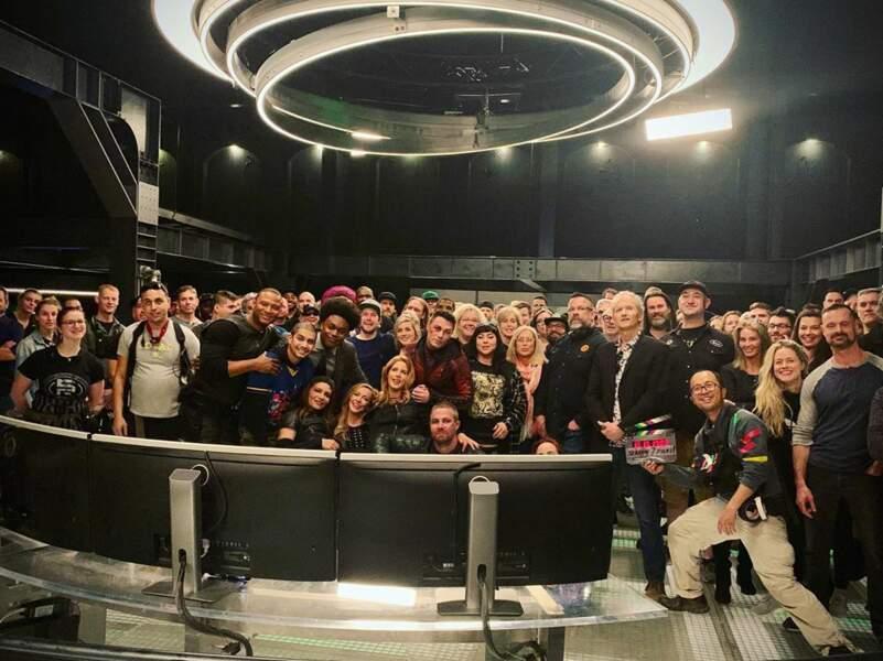 Il y en a bien du monde sur la plateau d'Arrow pour le dernier jour de tournage… Toute l'équipe a répondu présent !
