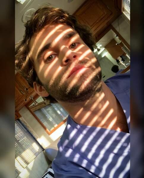 Levi Schmitt, un acteur qui ne sait pas quoi choisir : l'ombre ou la lumière ?