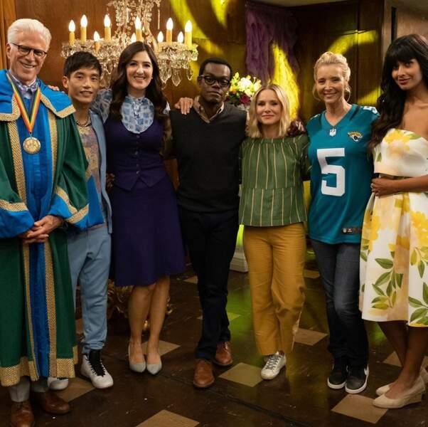 The Good Place : l'équipe immortalise la venue de Lisa Kudrow le temps d'un épisode