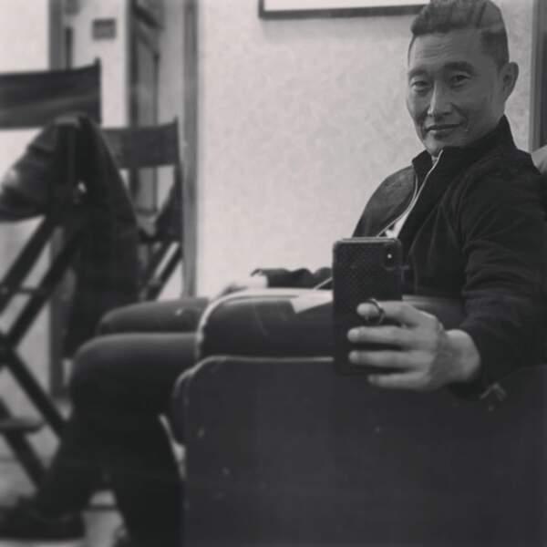 """Daniel Dae Kim fait de l'humour : """"Le selfie de rigueur dans la loge pour montrer à tout le monde que tu as un boulot"""""""